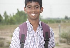 Sonriendo hacia la escuela
